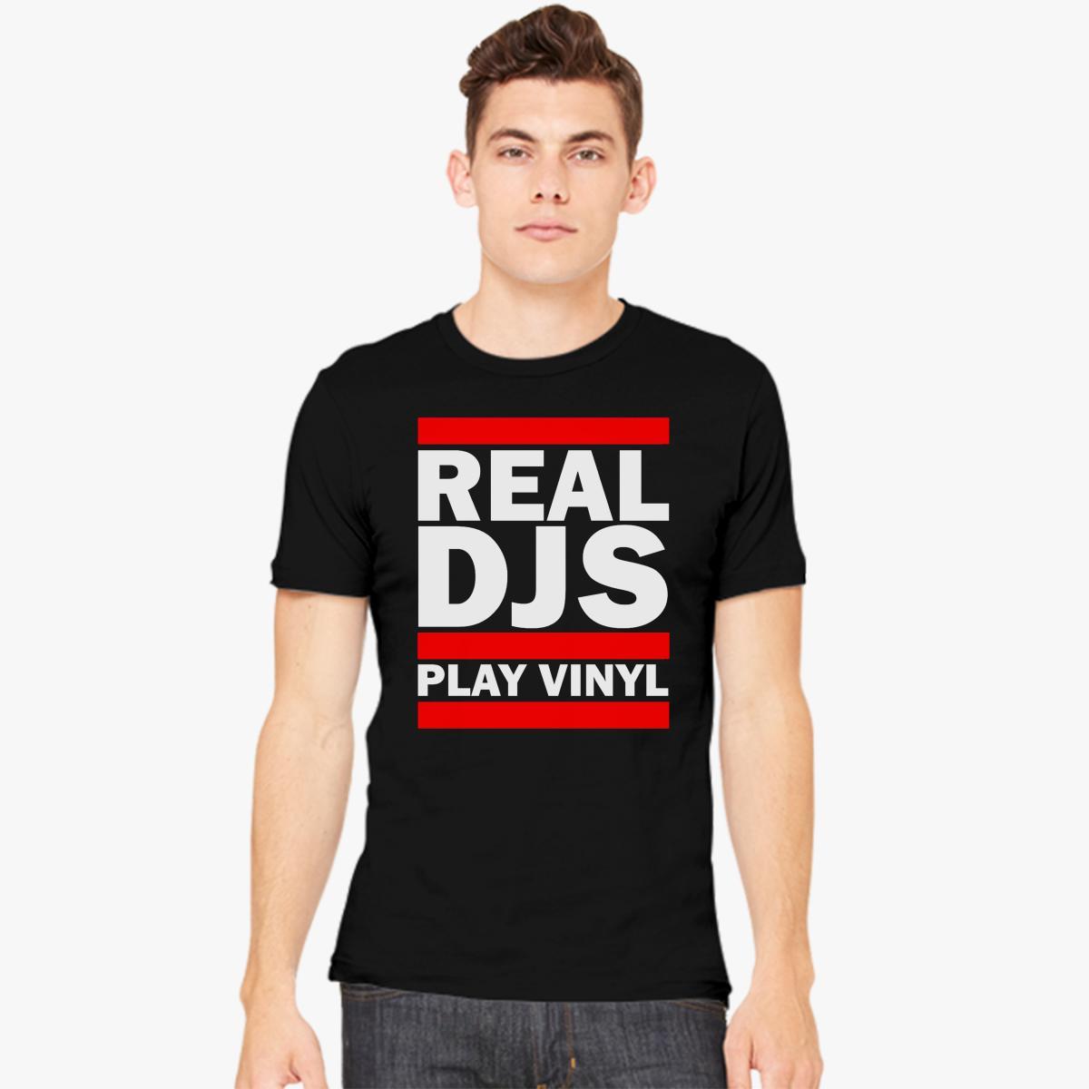 REAL DJS PLAY VINYL Men's T-shirt model